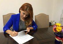 Ioana Bran semneaza un contract